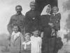 Stanisław Kałuski z synem Tytusem i jego rodziną
